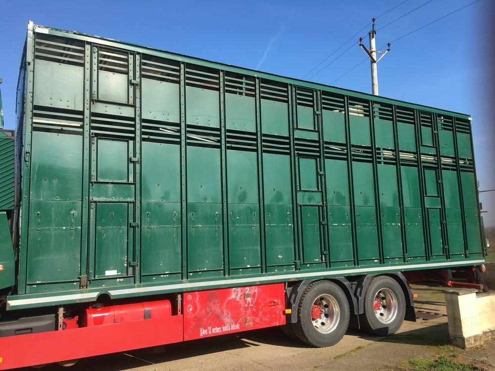 Williams 28' Three Deck Livestock Transporter